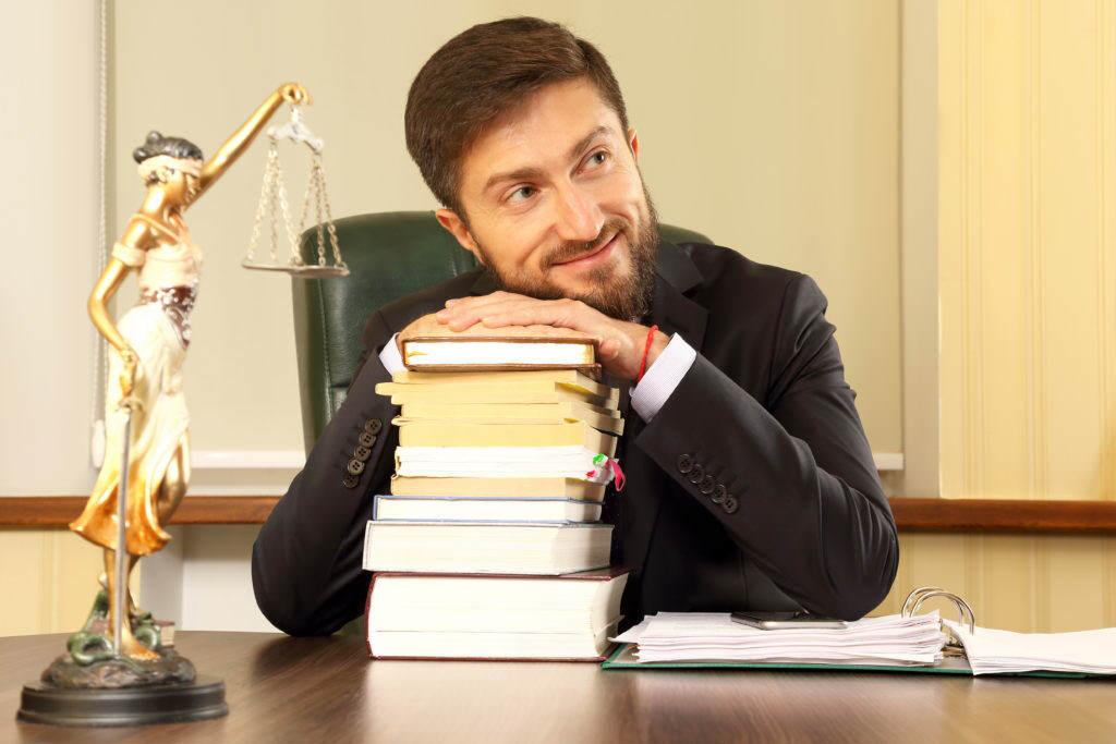 Kto udziela porad prawnych w serwisie InfoliniaPrawna.pl?